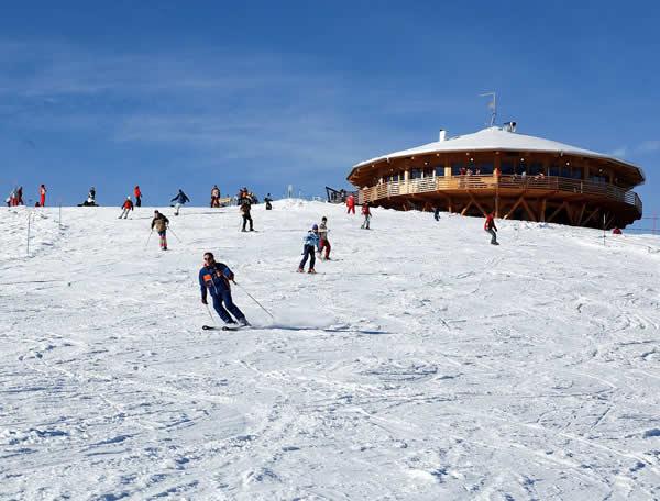sciare in paraotta hotel valsugana trentino con gli sci piste per bambini
